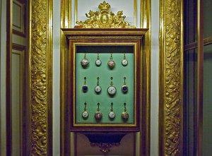"""Résultat de recherche d'images pour """"Armoire à montre de Louis XVI aux Tuileries par Riesener"""""""